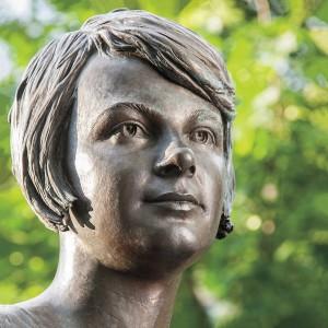 1200px-Olena_Teliha_sculpture_fragment_head
